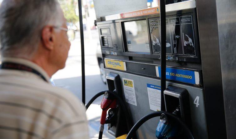 Governo discutirá política de amortecimento de preços de combustíveis